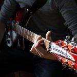 ギター初心者はエレキとアコギどっちがいい?挫折しない練習方法も伝授