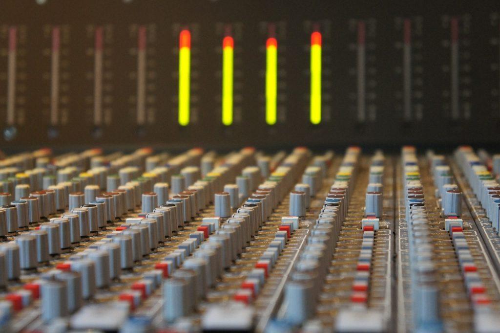 sound-studo-393042_1280